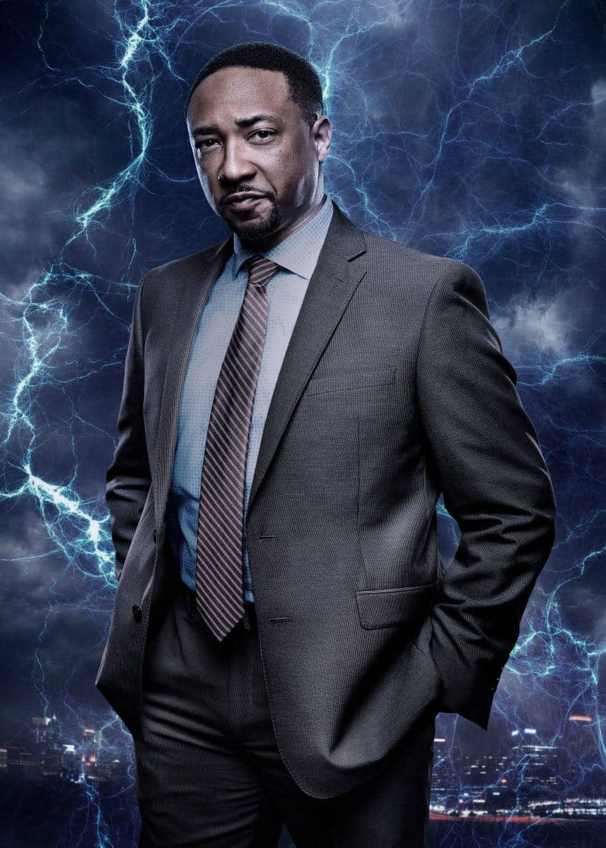 Black Lightning -- Image BLK_SINGLES_HENDERSON.jpg -- Pictured: Damon Gupton as Inspector Bill Henderson -- Photo: Mark Hill/The CW -- © 2018 The CW Network, LLC. All rights reserved