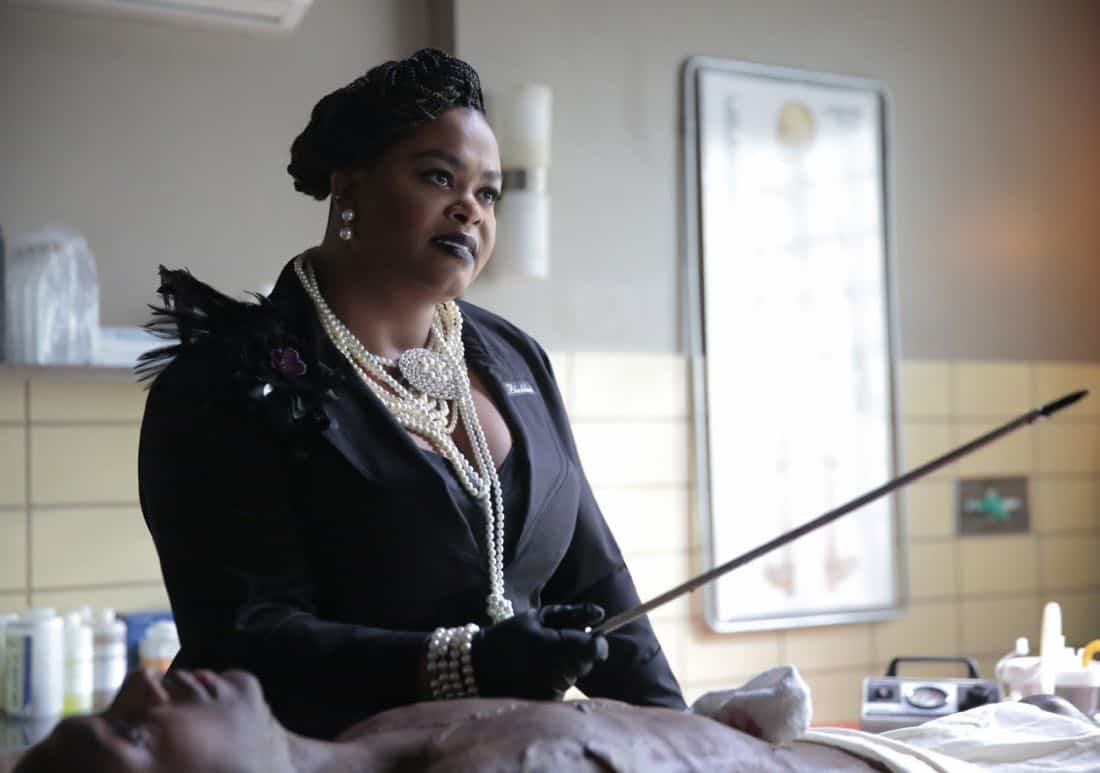 """Black Lightning -- """"Black Jesus"""" -- Image BLK104b_0273r.jpg -- Pictured: Jill Scott as Lady Eve -- Photo: Carin Baer/The CW -- © 2018 The CW Network, LLC. All rights reserved."""
