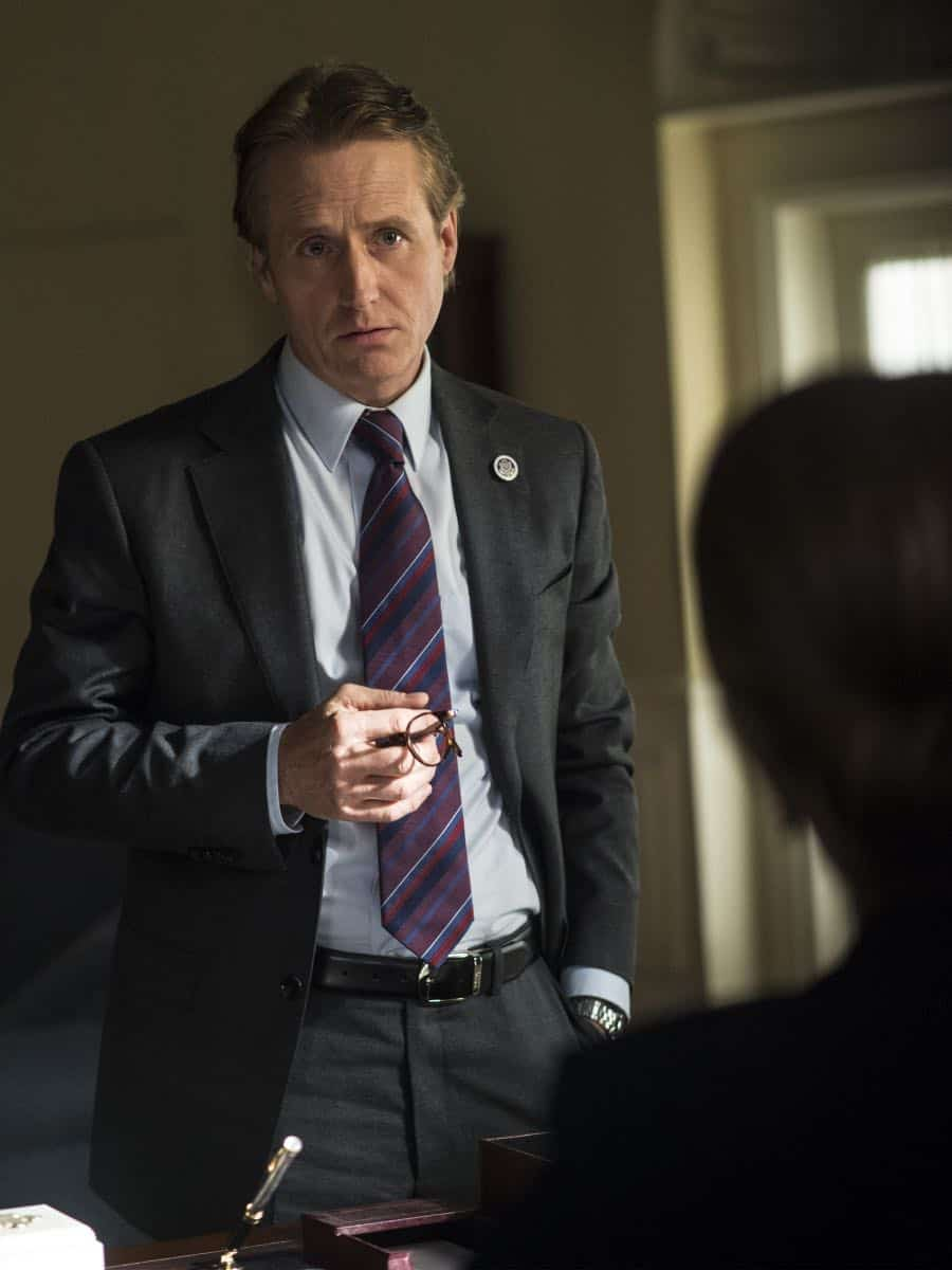 "Linus Roache as Wellington in HOMELAND (Season 7, Episode 01, ""Enemy of the State"") - Photo: Jacob Coppage/SHOWTIME - Photo: HOMELAND_701_4147.R.jpg"