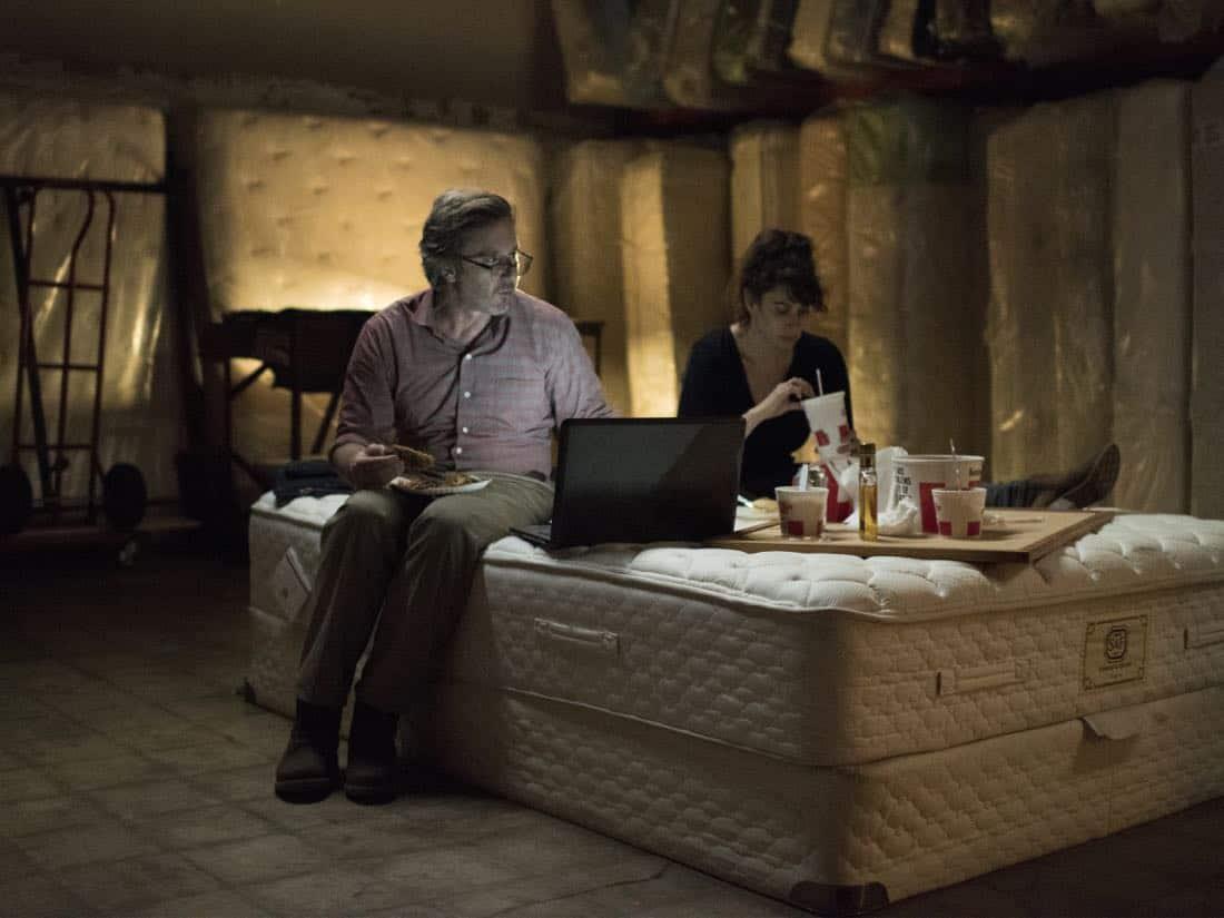 """Jake Weber as Brett O'Keefe and Lesli Margherita as Sharon  in HOMELAND (Season 7, Episode 01, """"Enemy of the State"""") - Photo: Antony Platt/SHOWTIME  - Photo: HOMELAND_701_5870.R.jpg"""