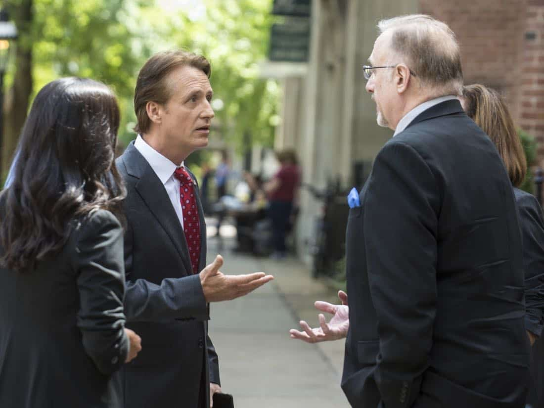 "Linus Roache as Wellington in HOMELAND (Season 7, Episode 01, ""Enemy of the State"") - Photo: Jacob Coppage/SHOWTIME - Photo: HOMELAND_701_3116.R.jpg"