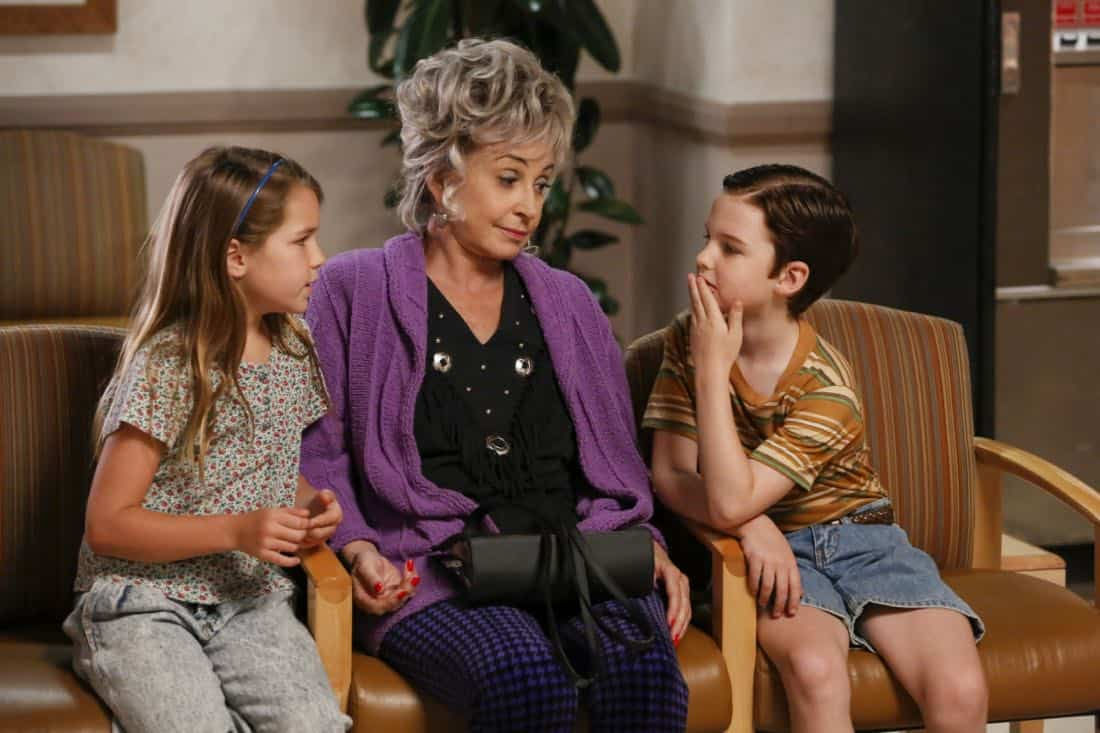 """Poker, Faith, and Eggs""-- Pictured: Missy (Raegan Revord), Meemaw (Annie Potts) and Sheldon (Iain Armitage). When George Sr. is rushed to the emergency room, Meemaw (Annie Potts) comes to babysit, and the kids have an adventure getting to the hospital on their own, when YOUNG SHELDON airs, Thursday Nov. 9 (8:31-9:01 PM, ET/PT) on the CBS Television Network. Photo: Robert Voets/Warner Bros. Entertainment Inc. © 2017 WBEI. All rights reserved."