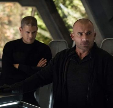 """DC's Legends of Tomorrow -- """"Daddy Darhkest"""" -- Image Number: LGN310a_0526b.jpg -- Pictured (L-R): Wentworth Miller as Leo - X/Citizen Cold and Dominic Purcell as Mick Rory/Heat Wave -- Photo: Jeff Weddell/The CW -- © 2018 The CW Network, LLC. All Rights Reserved."""