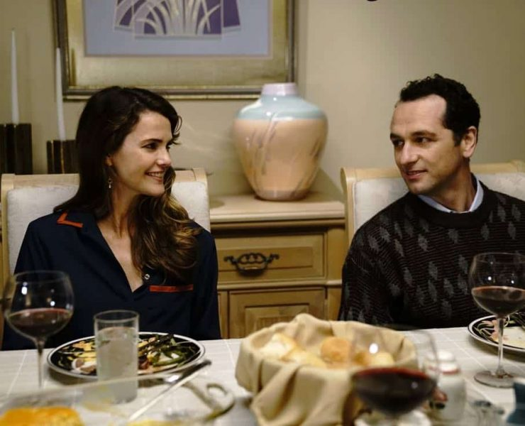 """THE AMERICANS -- """"Dead Hand"""" -- Season 6, Episode 1 (Airs Wednesday, March 28, 10:00 pm/ep) -- Pictured: (l-r) Keri Russell as Elizabeth Jennings, Matthew Rhys as Philip Jennings. CR: Patrick Harbron/FX"""