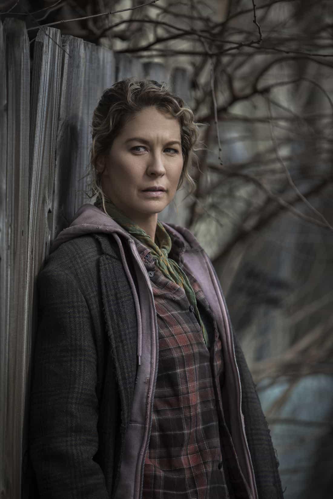 Jenna Elfman as Naomi- Fear the Walking Dead _ Season 4, Gallery - Photo Credit: Elizabeth Weinberg/AMC