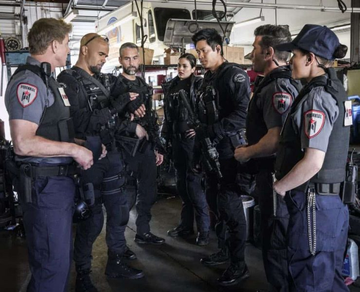 """""""Crews""""-The job becomes personal for Hondo when his criminal informant friend is killed while seeking information about a robbery crew that a joint SWAT and FBI task force is trying to capture. Also, when the FBI task force leader acts erratically, Jessica worries the womanÕs behavior will endanger the team in the field, on S.W.A.T., Thursday, March 29 (10:00-11:00 PM, ET/PT) on the CBS Television Network. Pictured L to R: Kenny Johnson as Dominique Luca, Shemar Moore as Daniel """"Hondo"""" Harrelson, Jay Harrington as David """"Deacon"""" Kay, Lina Esco as Christina ÒChrisÓ Alonso, and David Lim as Victor Tan. Photo: Bill Inoshita/CBS ©2018 CBS Broadcasting, Inc. All Rights Reserved"""