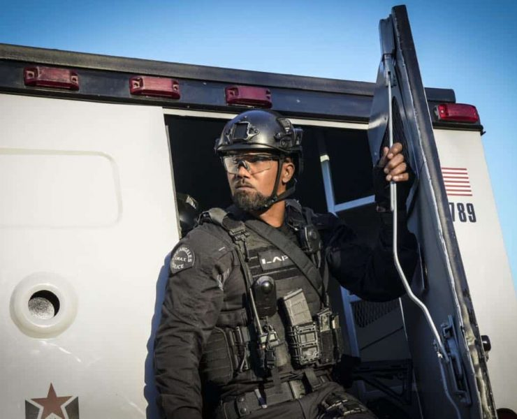 """""""Crews"""" - The job becomes personal for Hondo when his criminal informant friend is killed while seeking information about a robbery crew that a joint SWAT and FBI task force is trying to capture. Also, when the FBI task force leader acts erratically, Jessica worries the womanÕs behavior will endanger the team in the field, on S.W.A.T., Thursday, March 29 (10:00-11:00 PM, ET/PT) on the CBS Television Network. Pictured: Shemar Moore as Daniel """"Hondo"""" Harrelson. Photo: Bill Inoshita/CBS ©2018 CBS Broadcasting, Inc. All Rights Reserved"""