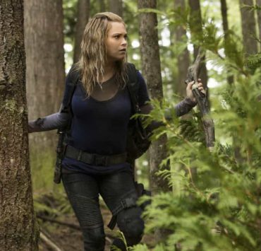 """The 100 -- """"Eden"""" -- Image Number: HUN501a_0020.jpg -- Pictured: Eliza Taylor as Clarke -- Photo: Jack Rowand/The CW -- © 2018 The CW Network, LLC. All rights reserved."""