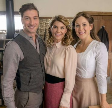 Jack and Elizabeth's plan to get married is put in serious jeopardy. Bill has difficulties transporting a prisoner. Photo: Daniel Lissing, Lori Loughlin, Erin Krakow Credit: Copyright 2018 Crown Media United States LLC/Photographer: Ricardo Hubbs