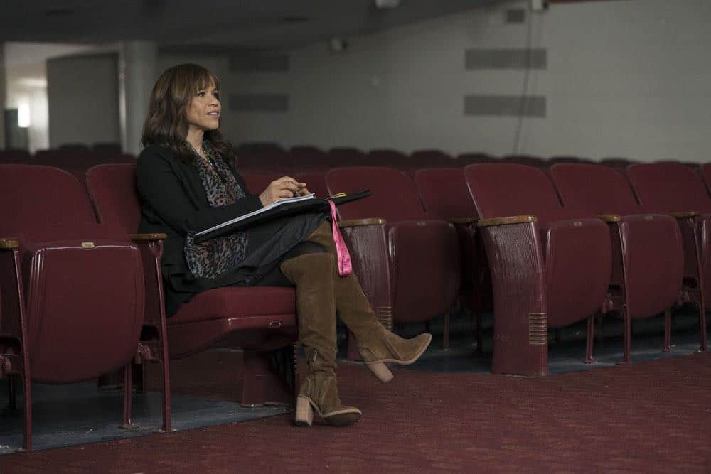 """RISE -- """"Pilot"""" Episode 101 -- Pictured: Rosie Perez as Tracey Wolfe -- (Photo by: Peter Kramer/NBC)"""