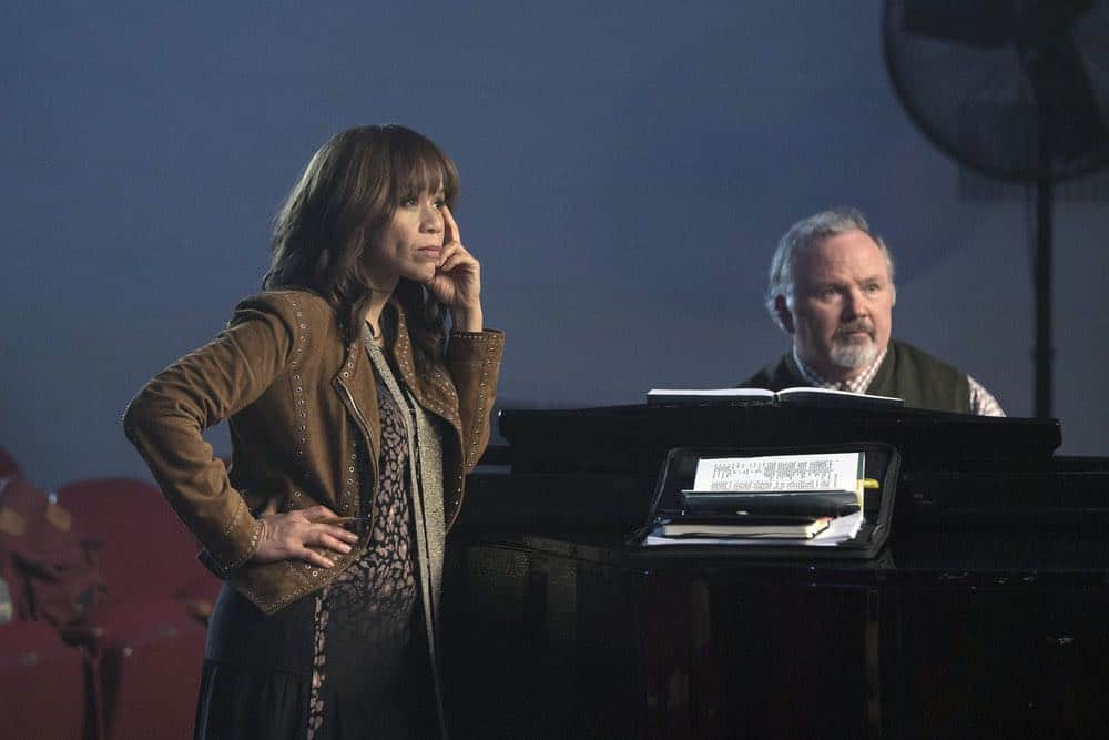"""RISE -- """"Pilot"""" Episode 101 -- Pictured: (l-r) Rosie Perez as Tracey Wolfe, Tom Riis Farrell as Mr. Baer -- (Photo by: Peter Kramer/NBC)"""