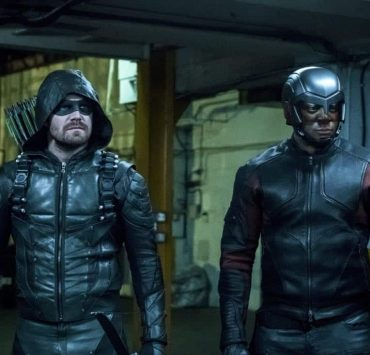 """Arrow -- """"The Thanatos Guild"""" -- Image Number: AR616b_0307.jpg -- Pictured (L-R): Stephen Amell as Oliver Queen/Green Arrow and David Ramsey as John Diggle/Spartan -- Photo: Katie Yu/The CW -- © 2018 The CW Network, LLC. All rights reserved."""