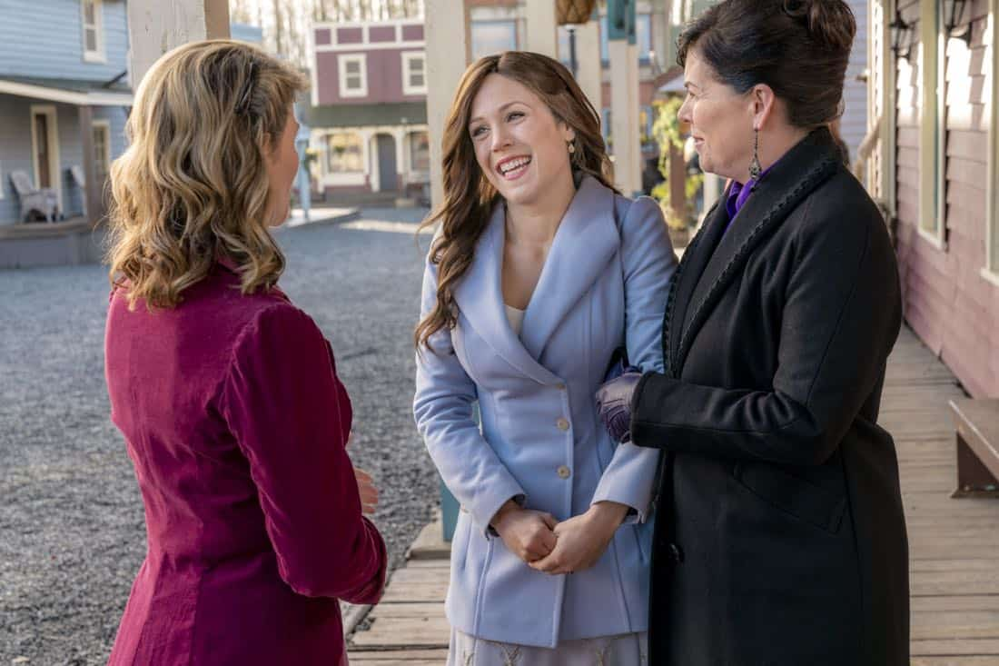 Elizabeth assigns her students to follow business leaders in Hope Valley for a day. Meanwhile, Abigail and the town host two possible investors for the failing bank. Bill's life is disrupted when AJ Foster arrives and turns herself in. Photo:Lori Loughlin, Erin Krakow Credit: Copyright 2018 Crown Media United States LLC/Photographer: Ricardo Hubbs