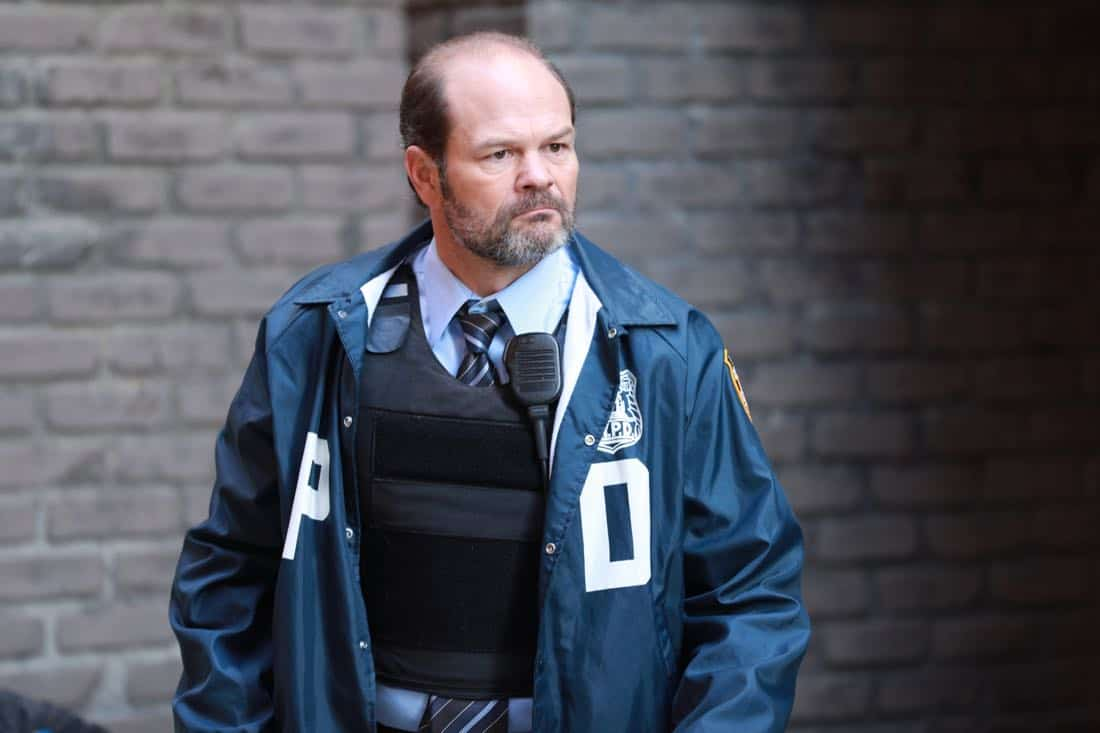 """BROOKLYN NINE-NINE: Guest star Chris Bauer in the """"The Negotiation"""" episode of BROOKLYN NINE-NINE airing Sunday, March 25 (8:30-9:00 PM ET/PT) on FOX.CR: FOX"""