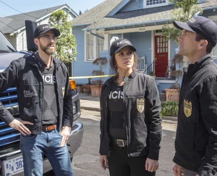 ÒPowder KegÓ Ð Pride and his bar patrons, including Sydney Halliday (Riann Steele) who is visiting Pride after leaving the Army, are held hostage by a group of volatile thieves, on NCIS: NEW ORLEANS, Tuesday, April 17 (10:00-11:00 PM, ET/PT) on the CBS Television Network. Pictured L-R: Rob Kerkovich as Forensic Scientist Sebastian Lund, Vanessa Ferlito as FBI Special Agent Tammy Gregorio, and Lucas Black as Special Agent Christopher LaSalle Photo: Skip Bolen/CBS ©2018 CBS Broadcasting, Inc. All Rights Reserved