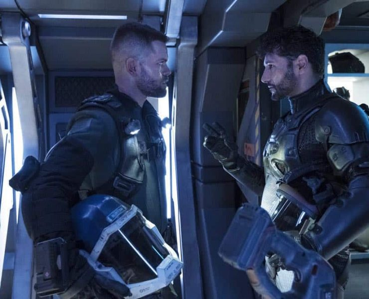 """THE EXPANSE -- """"Fight or Flight"""" Episode 301 -- Pictured: (l-r) Wes Chatham as Amos Burton, Cas Anvar as Alex Kamal -- (Photo by: Rafy/Syfy)"""