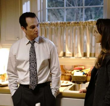 """THE AMERICANS -- """"Urban Transport Planning"""" -- Season 6, Episode 3 (Airs Wednesday, April 11, 10:00 pm/ep) -- Pictured: (l-r) Mathew Rhys as Philip Jennings, Keri Russell as Elizabeth Jennings. CR: Patrick Harbron/FX"""