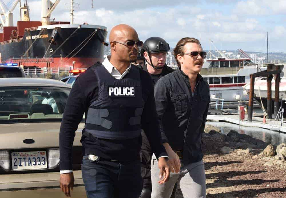 "LETHAL WEAPON: L-R: Damon Wayans and Clayne Crawford in the ""Frankie Comes to Hollywood"" episode of LETHAL WEAPON airing Tuesday, April 10 (8:00-9:00 PM ET/PT) on FOX. ©2018 Fox Broadcasting Co. CR: Ray Mickshaw/FOX"