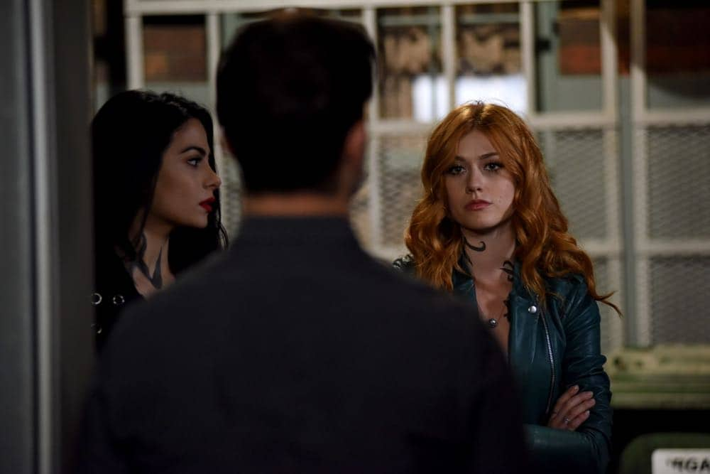 """SHADOWHUNTERS - """"Thy Soul Instructed"""" - Jace's concerns grow about his mental state and turns to Luke for information on his family's past. Clary and Izzy go after a rogue vampire and Simon hunts for a new apartment. This episode of """"Shadowhunters"""" airs Tuesday, April 10 (8:00 - 9:00 p.m. EDT) on Freeform. (Freeform/John Medland) EMERAUDE TOUBIA, KATHERINE MCNAMARA"""