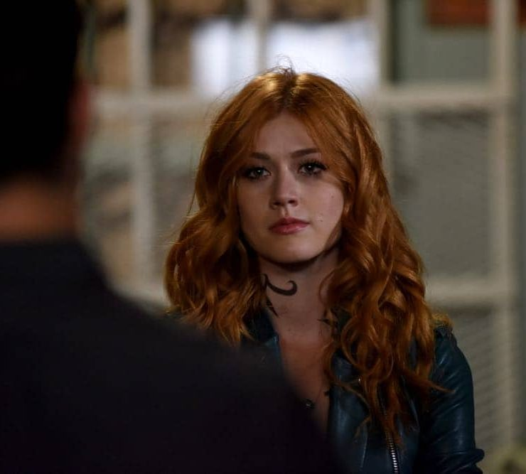 """SHADOWHUNTERS - """"Thy Soul Instructed"""" - Jace's concerns grow about his mental state and turns to Luke for information on his family's past. Clary and Izzy go after a rogue vampire and Simon hunts for a new apartment. This episode of """"Shadowhunters"""" airs Tuesday, April 10 (8:00 - 9:00 p.m. EDT) on Freeform. (Freeform/John Medland) KATHERINE MCNAMARA"""