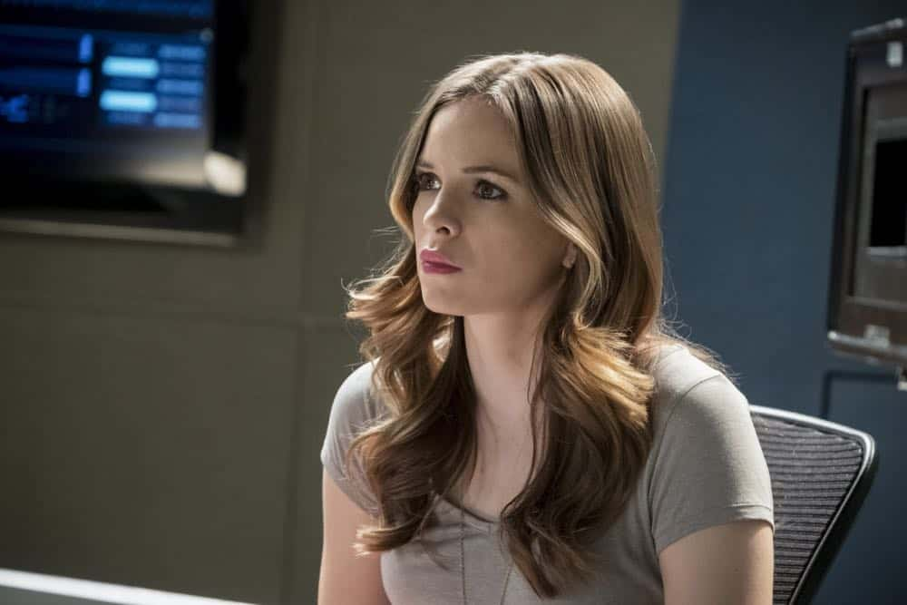 """The Flash -- """"Null and Annoyed"""" -- Image Number: FLA417a_0067b.jpg -- Pictured: Danielle Panabaker as Caitlin Snow -- Photo: Katie Yu/The CW -- © 2018 The CW Network, LLC. All rights reserved"""