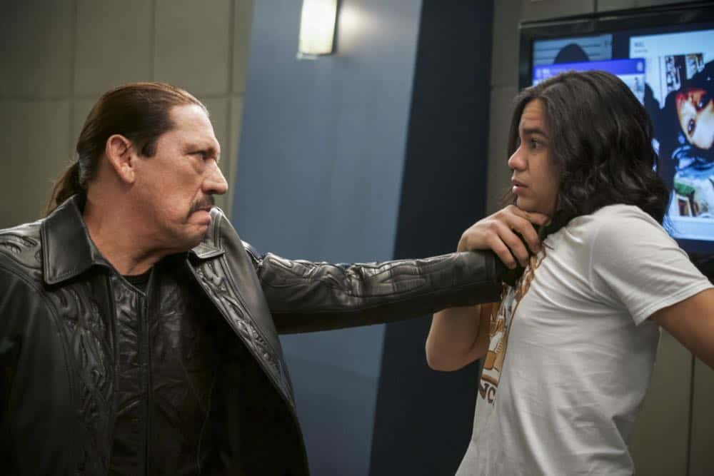 """The Flash -- """"Null and Annoyed"""" -- Image Number: FLA417b_0111b.jpg -- Pictured (L-R): Danny Trejo as Breacher and Carlos Valdes as Cisco Ramon -- Photo: Shane Harvey/The CW -- © 2018 The CW Network, LLC. All rights reserved"""