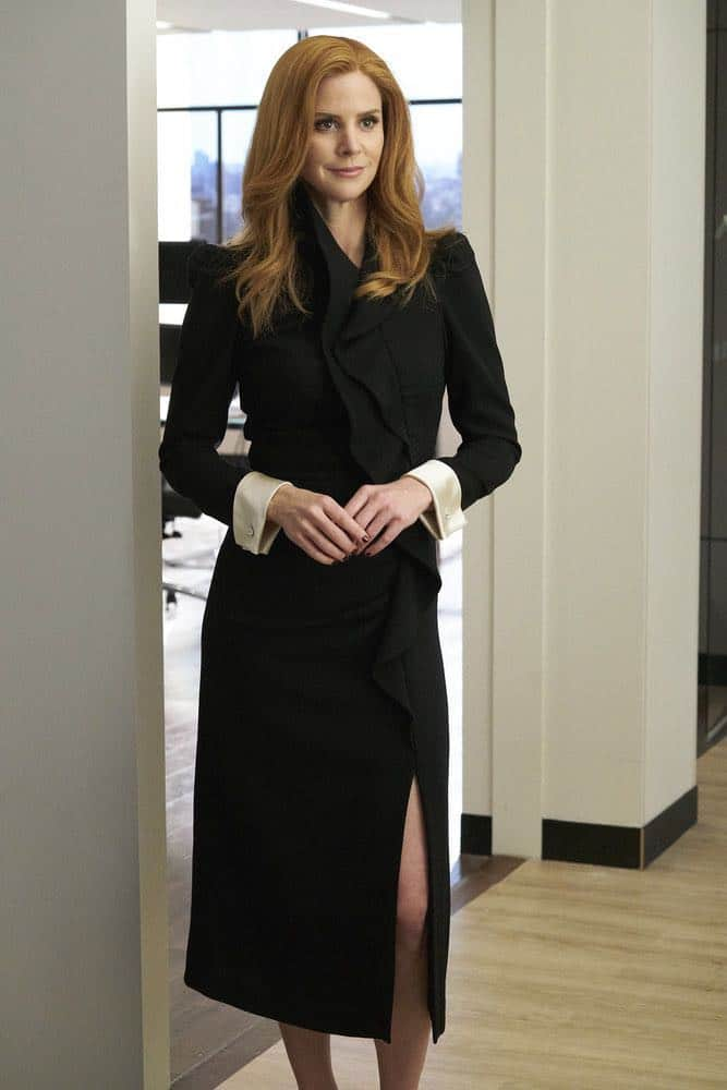 """SUITS -- """"Inevitable"""" Episode 713 -- Pictured: Sarah Rafferty as Donna Paulsen -- (Photo by: Ian Watson/USA Network)"""