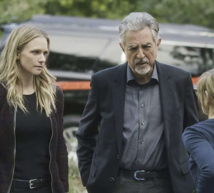 """All You Can Eat"" -- The Centers for Disease Control calls on the BAU when they suspect bioterrorism is behind a series of mysterious deaths in Virginia. Also, Garcia visits her stepbrother, Carlos (Sebastian Sozzi), to take care of a difficult family issue, on CRIMINAL MINDS, Wednesday, April 11 (10:00-11:00 PM, ET/PT) on the CBS Television Network. Pictured: A.J. Cook (Jennifer ""JJ"" Jareau), Joe Mantegna (David Rossi) Photo: Best Screen Grab Available ©2018 CBS Broadcasting, Inc. All Rights Reserved"