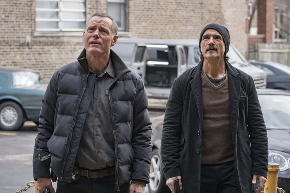 "CHICAGO P.D. -- ""Payback"" Episode 519 -- Pictured: (l-r) Jason Beghe as Hank Voight, Elias Koteas as Alvin Olinsky -- (Photo by: Matt Dinerstein/NBC)"