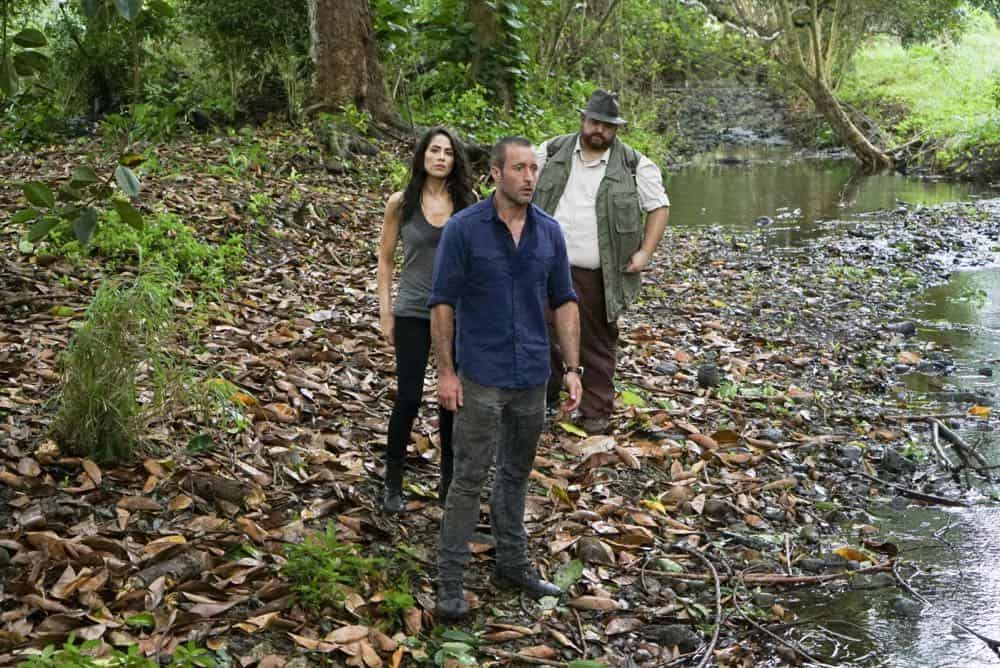 """""""He lokomaika'i ka manu o Kaiona"""" -- Catherine Rollins (Michelle Borth) recruits McGarrett and Jerry to help her track down a uranium deposit thought to be hidden on an abandoned Hawaiian island before a suspected terrorist can make dirty bombs with it. Also, when Junior falls and is trapped in a ravine, he reflects on his estranged relationship with his father, on HAWAII FIVE-0, Friday, April 13 (9:00-10:00 PM, ET/PT) on the CBS Television Network. Pictured left to right: Michelle Borth as Catherine Rollins, Alex O'Loughlin as Steve MCGarrett and Jorge Garcia as Jerry Ortega. Photo: Karen Neal/CBS ©2018 CBS Broadcasting, Inc. All Rights Reserved (""""He lokomaika'i ka manu o Kaiona"""" is Hawaiian for """"Kind is the Bird of Kaiona"""")"""