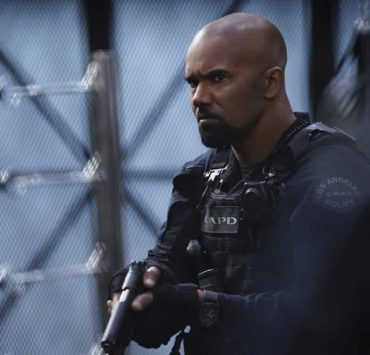 """""""Armory"""" -- As Hondo and SWAT work to de-escalate a hostage situation in which an ex-convict is holding a local family captive, the mission takes a dangerous turn that impacts the team. Also, when Street tires of his complicated romantic entanglements, he agrees to let Chris make over his online dating profile, on S.W.A.T., Thursday, April 12 (10:00-11:00 PM, ET/PT) on the CBS Television Network. Pictured: Shemar Moore as Daniel """"Hondo"""" Harrelson. Photo: Sonja Flemming/CBS ©2018 CBS Broadcasting, Inc. All Rights Reserved"""