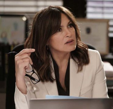 """LAW & ORDER: SPECIAL VICTIMS UNIT -- """"Sunk Cost Fallacy"""" Episode 1919 -- Pictured: Mariska Hargitay as Lieutenant Olivia Benson -- (Photo by:Peter Kramer/NBC)"""