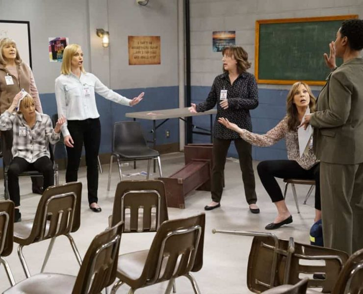 """""""Crazy Snakes and a Clog to the Head"""" -- When the ladies bring a meeting to a women's prison, Bonnie is attacked by an old acquaintance, Tammy (Kristen Johnston), and Christy helps Bonnie make amends, on MOM, Thursday, April 12 (9:01-9:30 PM, ET/PT) on the CBS Television Network. Pictured L to R: Mimi Kennedy as Marjorie, Anna Faris as Christy, Jaime Pressly as Jill, Beth Hall as Wendy and Allison Janney as Bonnie. Photo: Robert Voets/CBS ©2018 CBS Broadcasting, Inc. All Rights Reserved"""