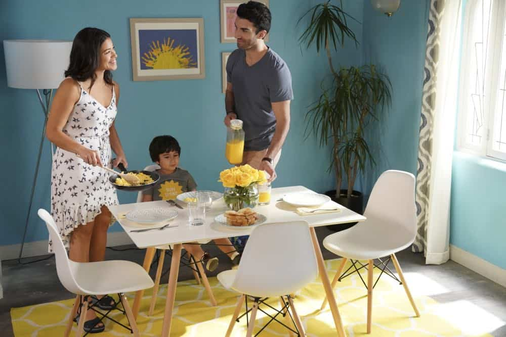 "Jane The Virgin -- ""Chapter Eighty"" -- Image Number: JAV416a_0031.jpg -- Pictured (L-R): Gina Rodriguez as Jane, Elias Janssen as Mateo and Justin Baldoni as Rafael -- Photo: Jesse Giddings/The CW -- © 2018 The CW Network, LLC. All Rights Reserved."