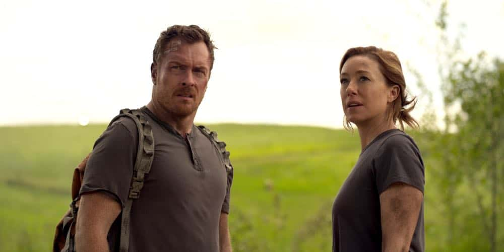 Toby Stephens Molly Parker LOST IN SPACE