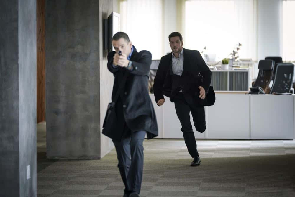 """""""Alters"""" -- As Eric and Zara provide risk assessment services at an investment bank, they are taken hostage by a gunman targeting a low-level accountant, and Eric must negotiate for their release, on RANSOM, Saturday, April 14 (8:00-9:00 PM, ET/PT) on the CBS Television Network.  Pictured: Luke Roberts (Eric Beaumont)  Photo: Dávid Lukács © 2018 Ransom Television Productions Inc."""