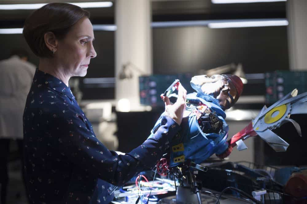 "Supergirl -- ""Schott Through the Heart"" -- Image Number: SPG314a_0114.jpg -- Pictured: Laurie Metcalf as Mary McGowan -- Photo: Diyah Pera/The CW -- © 2018 The CW Network, LLC. All rights reserved."