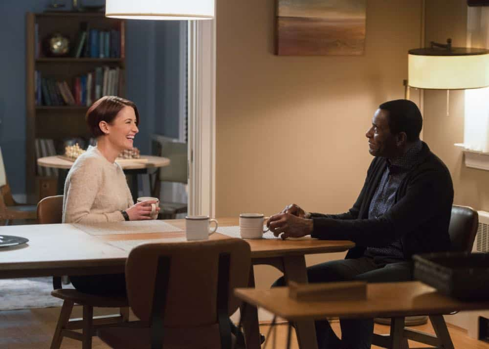 "Supergirl -- ""Schott Through the Heart"" -- Image Number: SPG314c_0225.jpg -- Pictured (L-R): Chyler Leigh as Alex and Carl Lumbly as MÕyrnn JÕonzz -- Photo: Diyah Pera/The CW -- © 2018 The CW Network, LLC. All rights reserved."