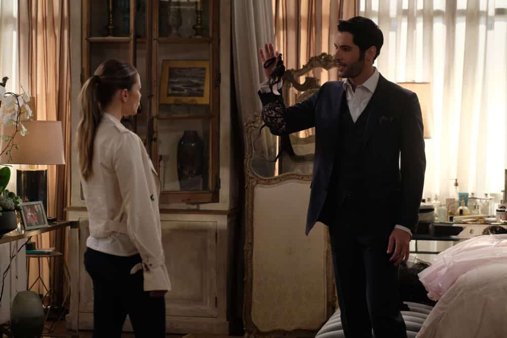 """LUCIFER: L-R: Lauren German and Tom Ellis in the """"Anything Pierce Can Do I Can Do Better"""" episode of LUCIFER airingMonday, April 23 (8:00-9:00 PM ET/PT) on FOX. CR: FOX"""