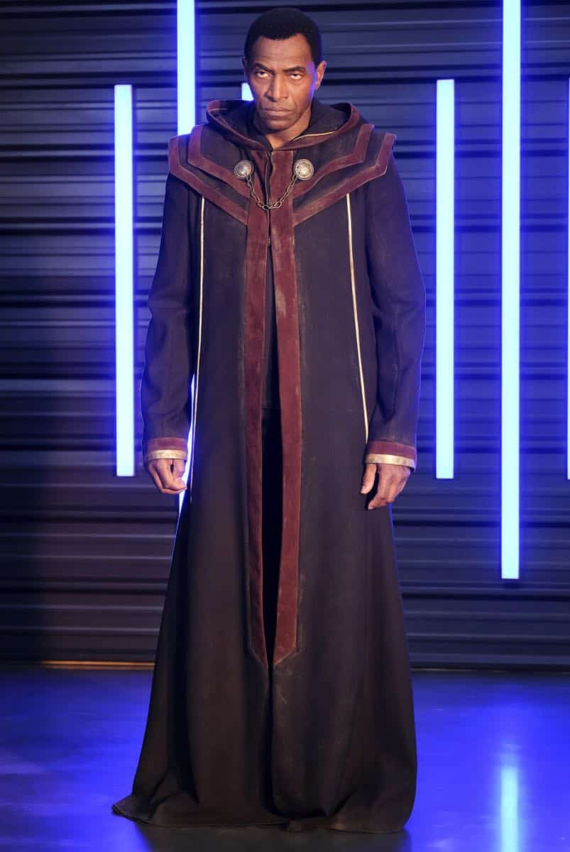 """Supergirl -- """"In Search of Lost Time"""" -- Image Number: SPG315a_0168.jpg -- Pictured: Carl Lumbly as Myr'nn J'onzz -- Photo: Robert Falconer/The CW -- © 2018 The CW Network, LLC. All Rights Reserved."""