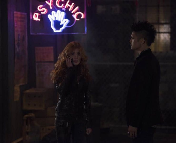"""SHADOWHUNTERS - """"A Window Into an Empty Room"""" - Clary teams up with Magnus to investigate a recent demon attack. Simon is stunned with he's visited by someone he never thought he'd see again, and who now won't seem to leave. Meanwhile, Izzy worries about dinner with her family and a special guest and Luke reaches out to Maryse. This episode of """"Shadowhunters"""" airs Tuesday, April 24 (8:00 - 9:00 p.m. EDT) on Freeform. (Freeform/John Medland) KATHERINE MCNAMARA, HARRY SHUM JR."""