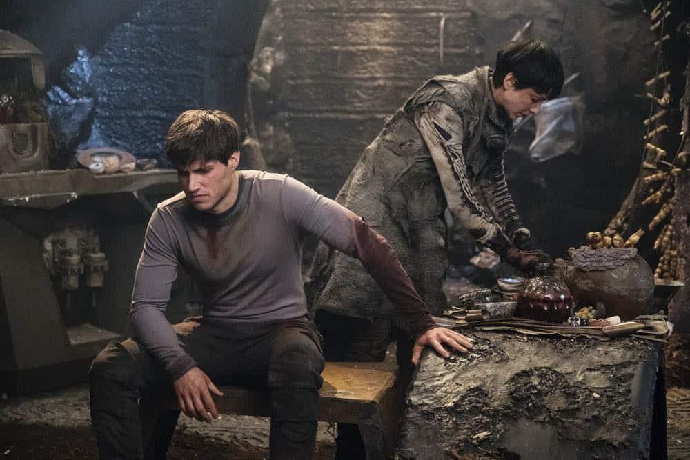 "KRYPTON -- ""House of Zod"" Episode 105 -- Pictured: (l-r) Cameron Cuffe as Seg-El, Sonita Henry as Raika -- (Photo by: Steffan Hill/Syfy)"