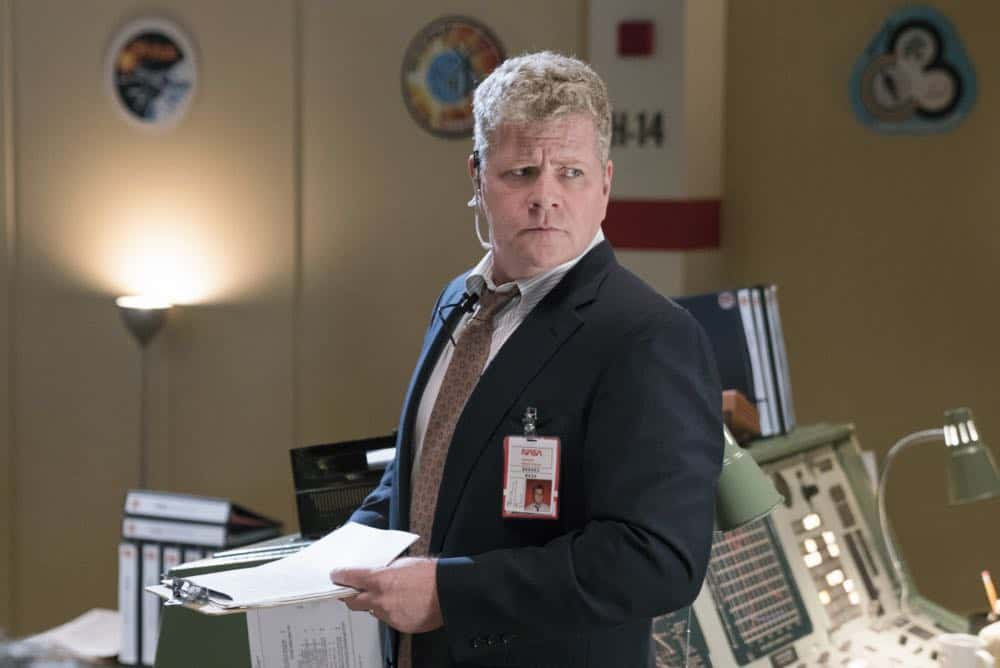 """Gluons, Guacamole, and the Color Purple"" - Pictured: NASA Director (Michael Cudlitz). When Sheldon is no longer academically challenged at Medford High, he audits a college class taught by Dr. John Sturgis (Wallace Shawn), on YOUNG SHELDON, Thursday, April 19 (8:31-9:01 PM, ET/PT) on the CBS Television Network. Photo: Michael Desmond/Warner Bros. Entertainment Inc. © 2018 WBEI. All rights reserved."