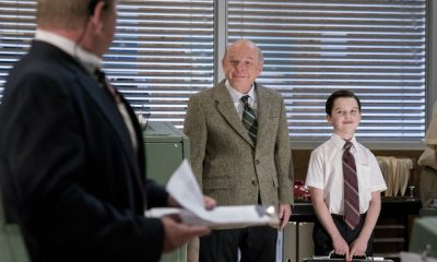 """Gluons, Guacamole, and the Color Purple"" - Pictured: Dr. John Sturgis (Wallace Shawn) and Sheldon (Iain Armitage). When Sheldon is no longer academically challenged at Medford High, he audits a college class taught by Dr. John Sturgis (Wallace Shawn), on YOUNG SHELDON, Thursday, April 19 (8:31-9:01 PM, ET/PT) on the CBS Television Network. Photo: Michael Desmond/Warner Bros. Entertainment Inc. © 2018 WBEI. All rights reserved."