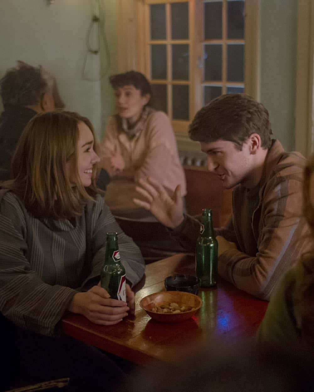 """THE AMERICANS -- """"The Great Patriotic War"""" -- Season 6, Episode 5 (Airs Wednesday, April 25, 10:00 pm/ep) -- Pictured: Holly Taylor as Paige Jennings, Colton Ryan as Vince. CR: Jeffrey Neira/FX"""