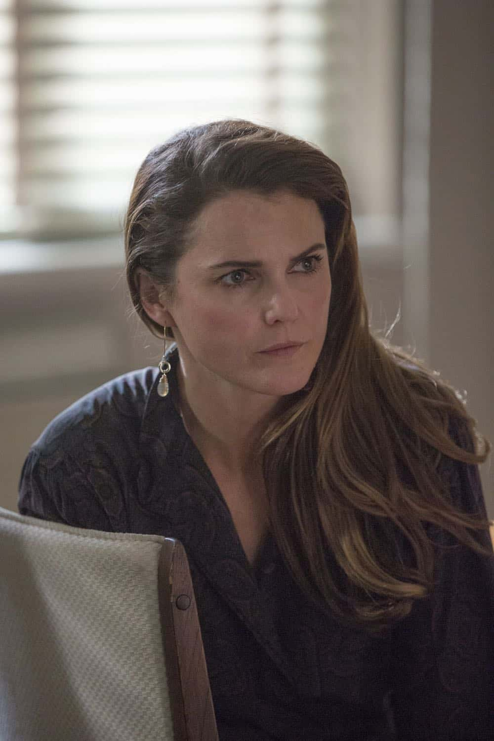 """THE AMERICANS -- """"The Great Patriotic War"""" -- Season 6, Episode 5 (Airs Wednesday, April 25, 10:00 pm/ep) -- Pictured: Keri Russell as Elizabeth Jennings. CR: Eric Liebowitz/FX"""