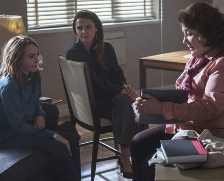 """THE AMERICANS -- """"The Great Patriotic War"""" -- Season 6, Episode 5 (Airs Wednesday, April 25, 10:00 pm/ep) -- Pictured: (l-r) Holly Taylor as Paige Jennings, Keri Russell as Elizabeth Jennings, Margo Martindale as Claudia. CR: Eric Liebowitz/FX"""
