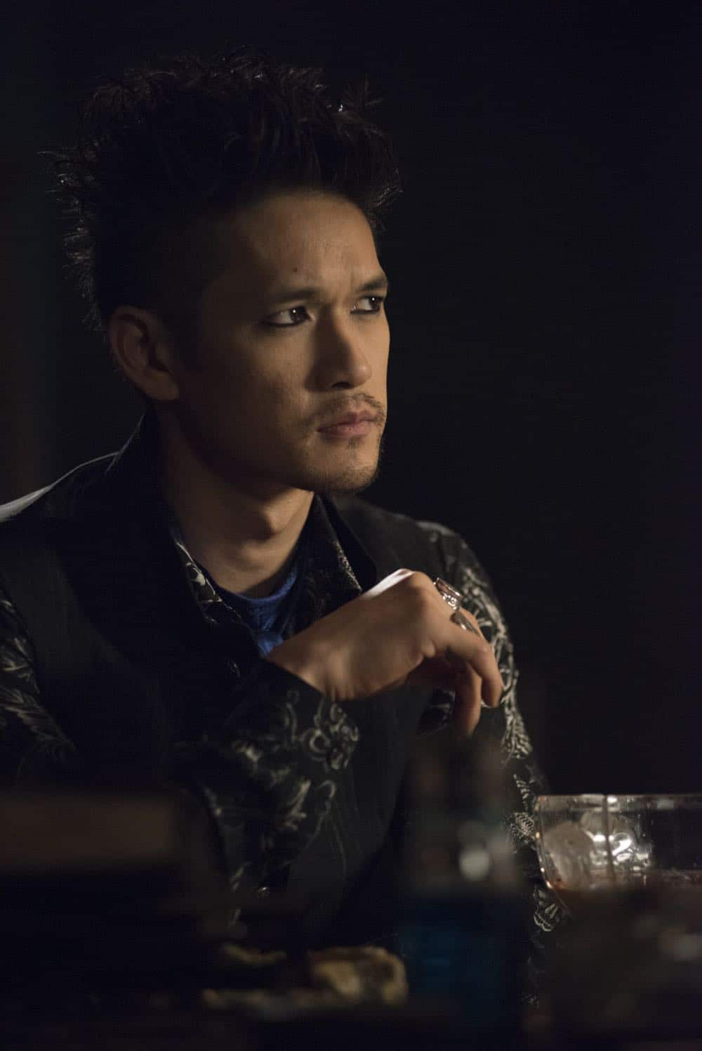 """SHADOWHUNTERS - """"Salt In The Wound"""" - With the Owl's identity revealed, Alec, Isabelle, and Clary head to Alicante to try and find a way to stop him. Luke and Simon team up to track Lilith's  latest possible victim. Maia reflects on her past. This episode of """"Shadowhunters"""" airs Tuesday, May 1 (8:00 - 9:00 p.m. EDT) on Freeform. (Freeform/John Medland) HARRY CHUM JR."""