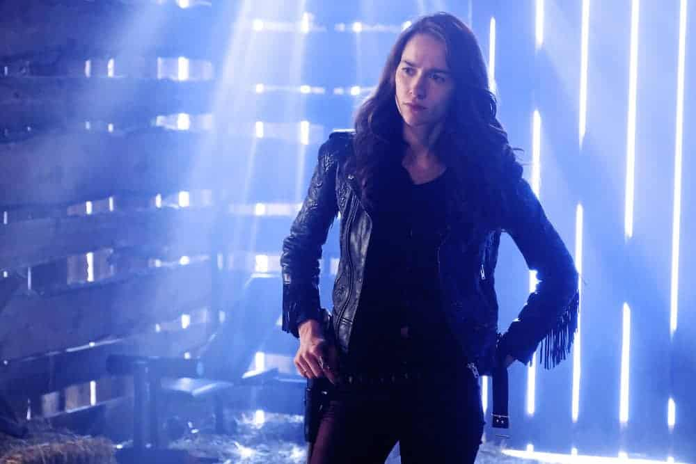 "WYNONNA EARP -- ""Jolene"" Episode 305 -- Pictured: Melanie Scrofano as Wynonna Earp -- (Photo by: Michelle Faye/Wynonna Earp Productions, Inc./Syfy)"