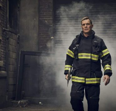 9-1-1: Peter Krause. CR: Mathieu Young/ FOX. © 2018 FOX Broadcasting.